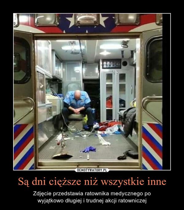 Są dni cięższe niż wszystkie inne – Zdjęcie przedstawia ratownika medycznego powyjątkowo długiej i trudnej akcji ratowniczej