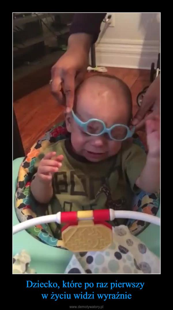Dziecko, które po raz pierwszy w życiu widzi wyraźnie –