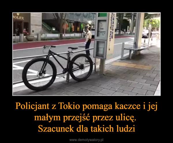 Policjant z Tokio pomaga kaczce i jej małym przejść przez ulicę. Szacunek dla takich ludzi –