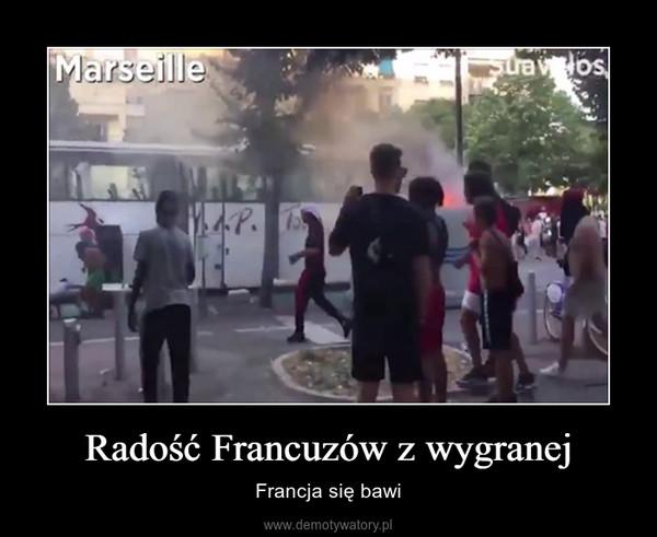 Radość Francuzów z wygranej – Francja się bawi