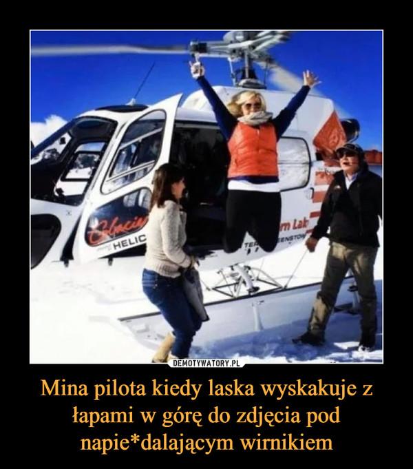 Mina pilota kiedy laska wyskakuje z łapami w górę do zdjęcia pod napie*dalającym wirnikiem –