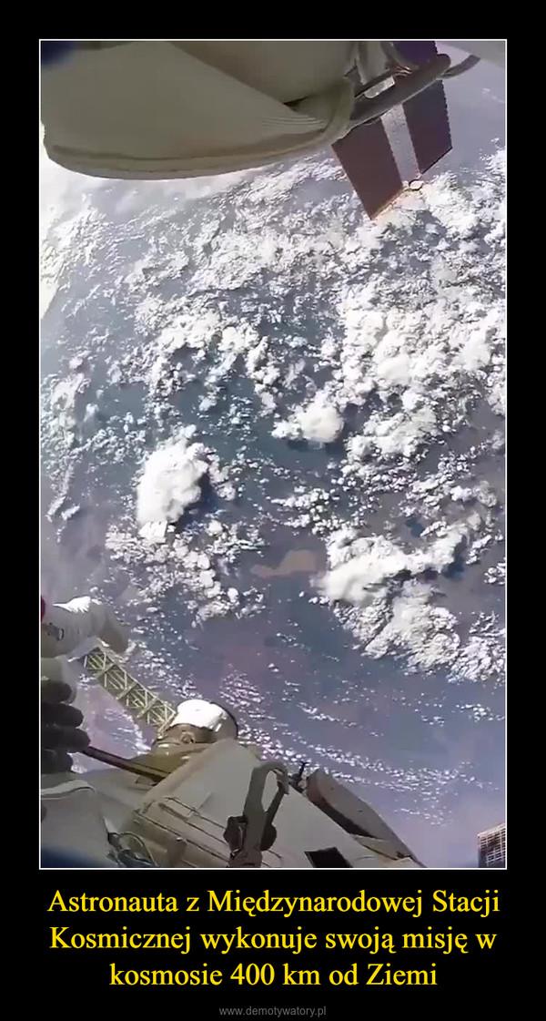 Astronauta z Międzynarodowej Stacji Kosmicznej wykonuje swoją misję w kosmosie 400 km od Ziemi –