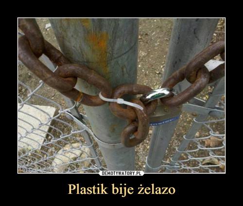 Plastik bije żelazo