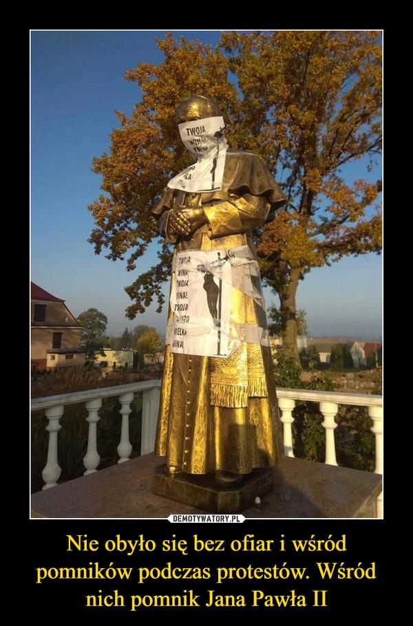 Nie obyło się bez ofiar i wśród pomników podczas protestów. Wśród nich pomnik Jana Pawła II –