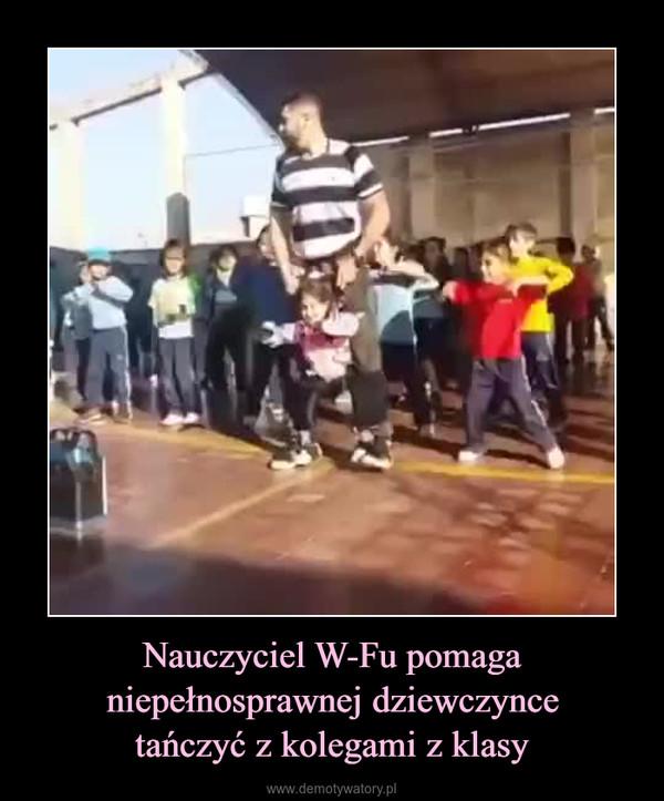 Nauczyciel W-Fu pomaga niepełnosprawnej dziewczyncetańczyć z kolegami z klasy –