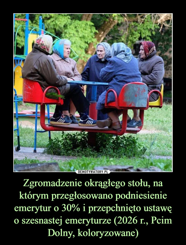 Zgromadzenie okrągłego stołu, na którym przegłosowano podniesienie emerytur o 30% i przepchnięto ustawęo szesnastej emeryturze (2026 r., Pcim Dolny, koloryzowane) –